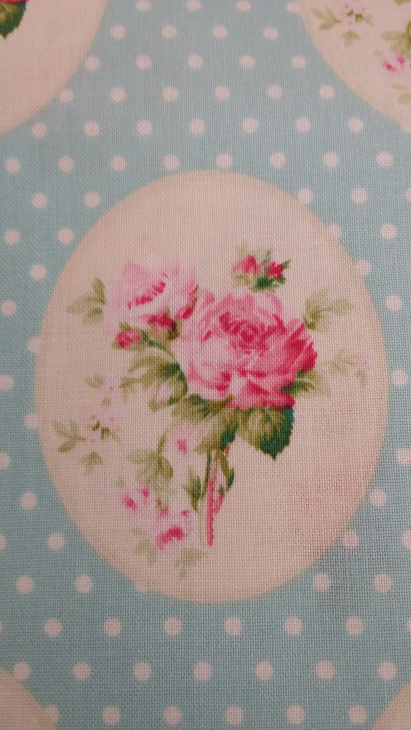 'Vintage Collection' Flowers in an Oval, Pure Cotton